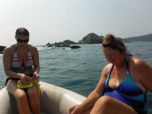 Jan and Melissa prpare to snorkle Huatulco